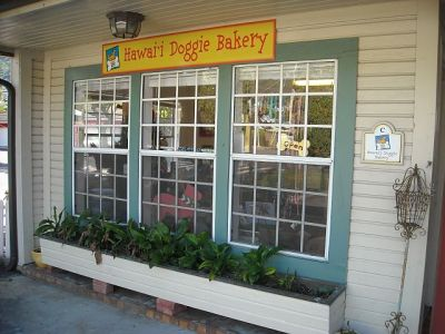 The Hawaii Doggie  Bakery doesn't bake doggies. It does make some mighty fine treats for doggies!