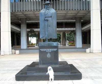 The Malt visits the Father Damien statue at the Hawaii State Capitol building.