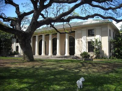 Exploring the grounds at the Hawaii State Library.