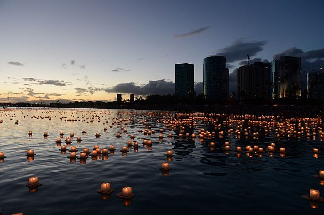 At dusk, the sight of 6,000 lanterns is captivating.
